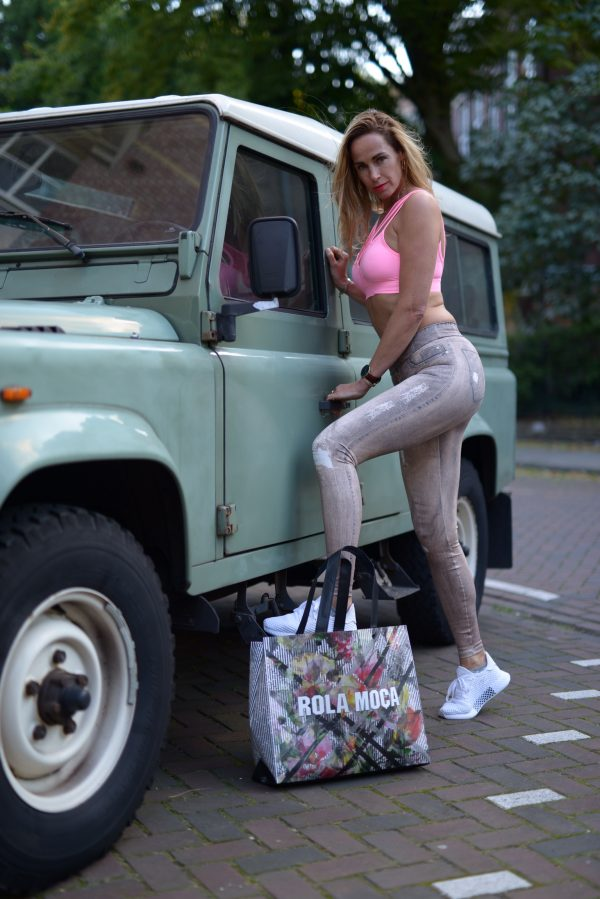 Fitgirl wearing sportswear from Rola Moca standing next to Land Rover Defender