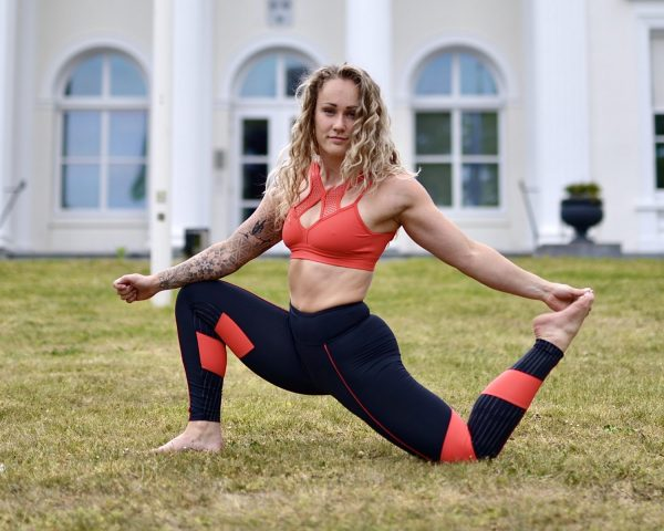 Fitgirl wearing Rolamoca sportswear doing a yoga pose