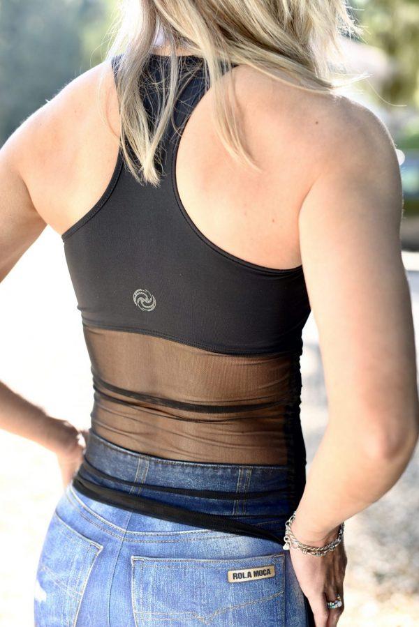 Fitgirl wearing a Rolamoca sportstop backside