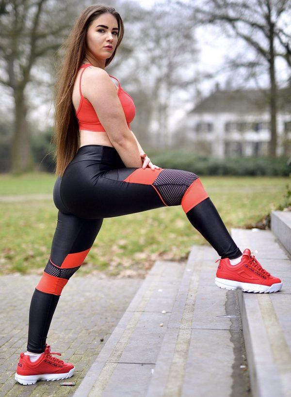 Fitgirl wearing Rolamoca sportswear