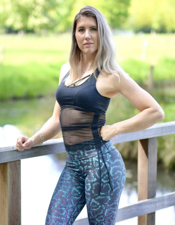Fitgirl wearing a Rolamoca sportstop and reversable legging