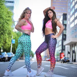 Two fitgirls wearing a fitness legging