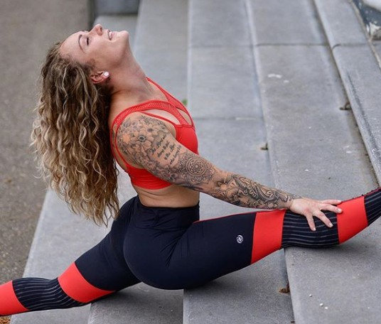 Fitgirl doing yogapose on stairs