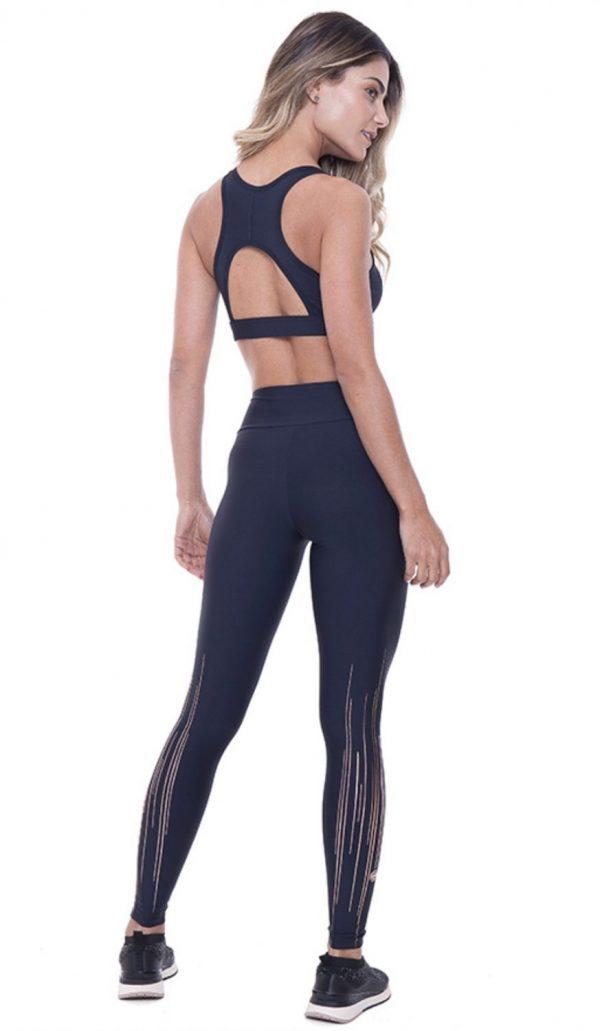 Fitgirl wearing black leggings from Rolamoca