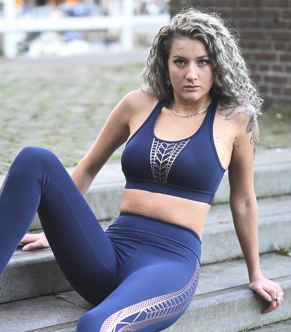 Fitgirl wearing Blue Sportsbra Rolamoca Marzal